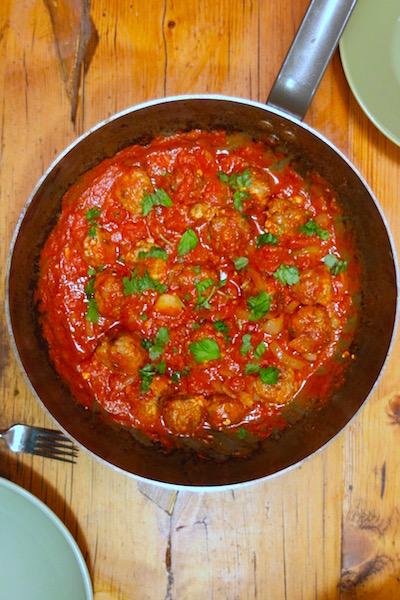 Fetalihapullat tomaattikastikkeessa