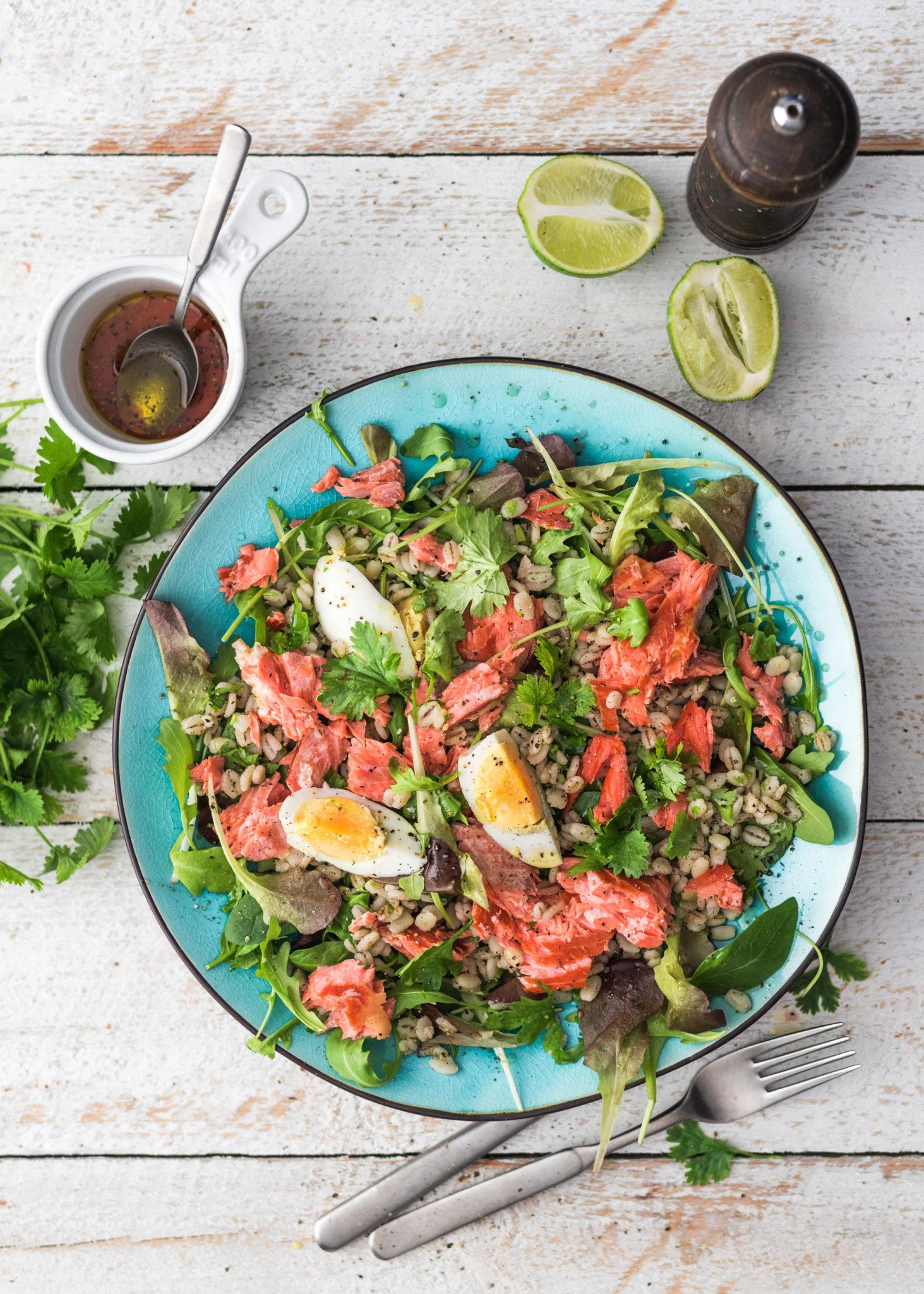 Salaattiviikko osa 1: Lämminsavulohi-ohrasalaatti