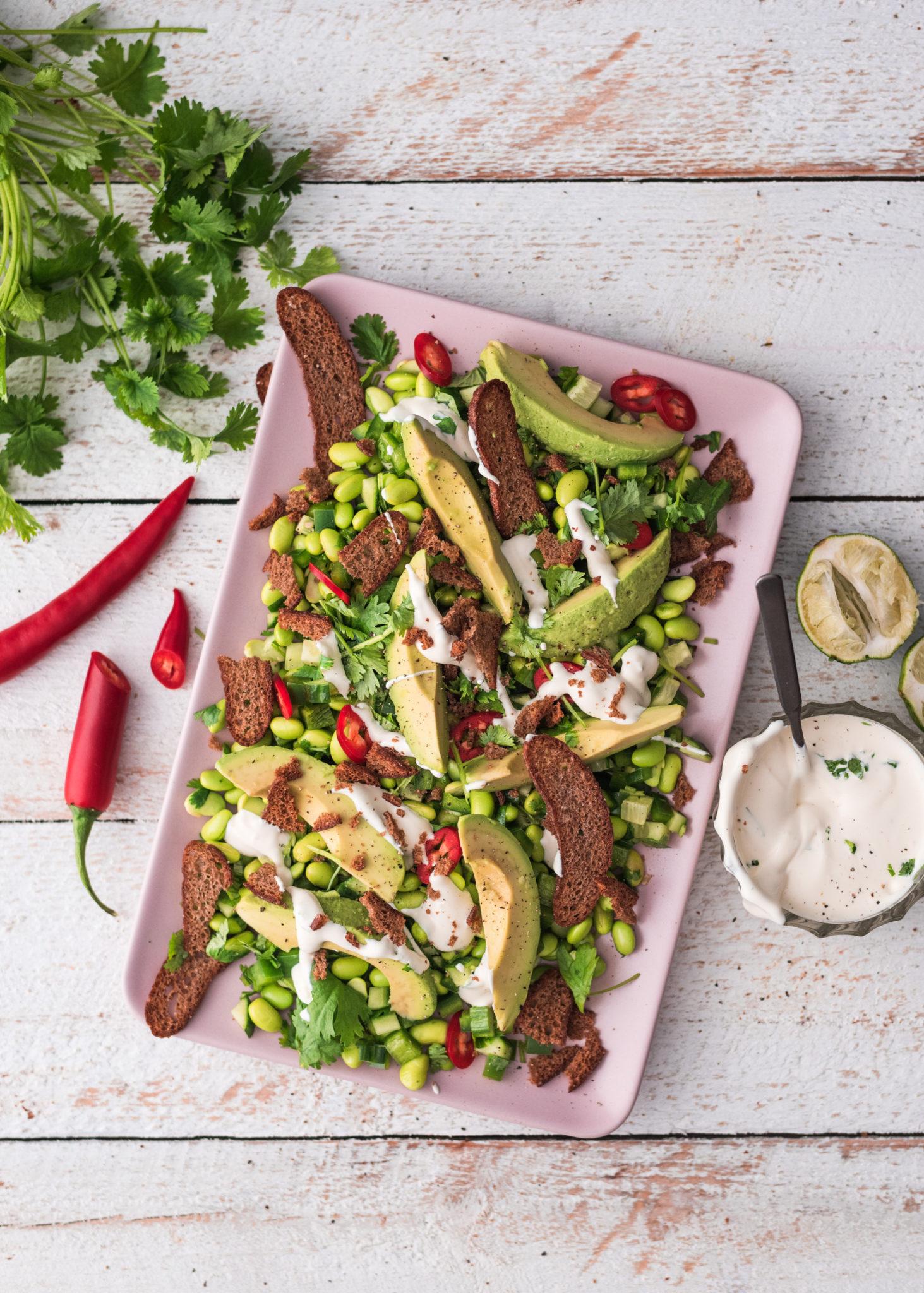 Salaattiviikko osa 3: Vihreä texmex-salaatti jälkiuunilastuilla