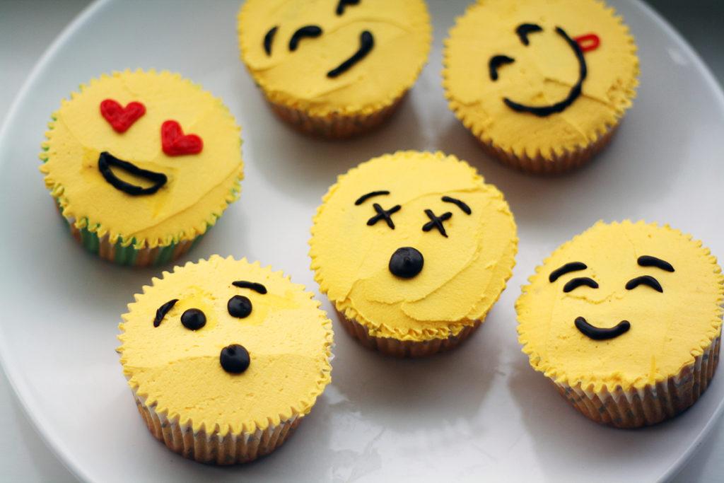 Hauskat emoji-kuppikakut
