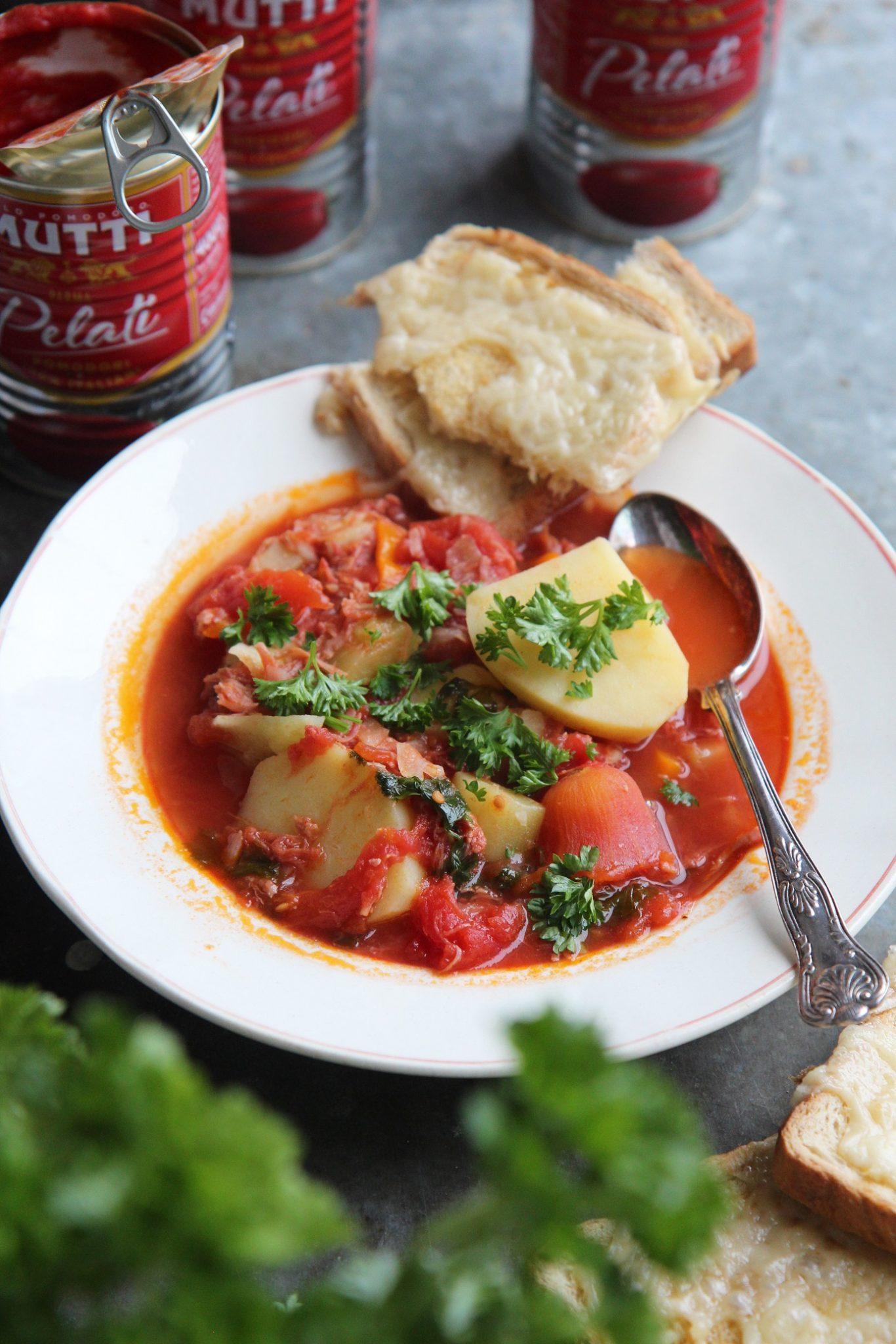 Viikko 15: Tomaattinen nyhtöpossukeitto